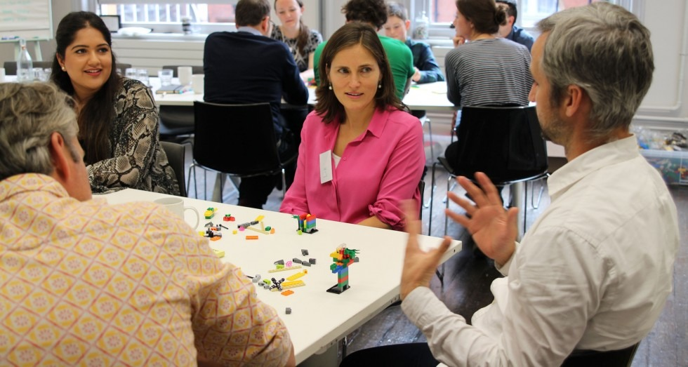 Make Happy Playing with Lego