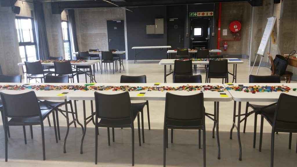 Placement of tables at LEGO SERIOUS PLAY session